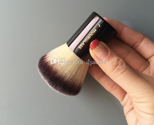 hourglass-7-makeup-brush-loose-powder-powder.jpg